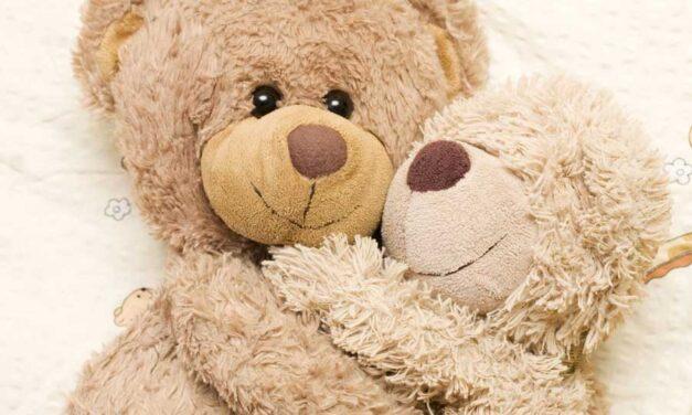 L'abbraccio è il primo gesto del cuore che educa e cura