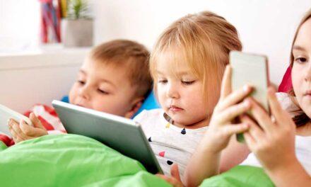 Oms: meno tempo davanti agli schermi per i bambini. Divieto totale prima dei due anni