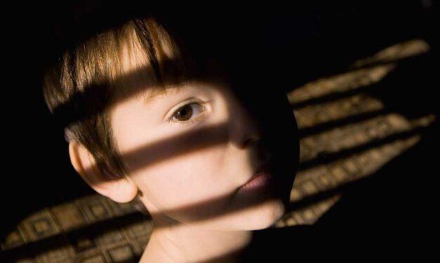 Come aiutare i bambini ad elaborare un lutto: vademecum per genitori