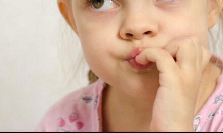 """Onicofagia: la """"mania"""" di rosicchiare le dita"""