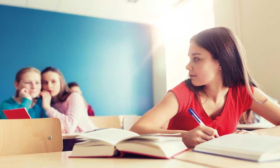 Paura del giudizio: 5 consigli per aiutare i figli ad affrontarla