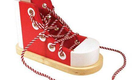 La scarpa in legno di Melissa & Doug